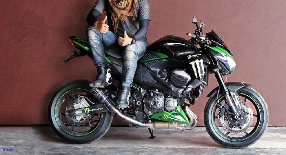 Du style même en jean moto