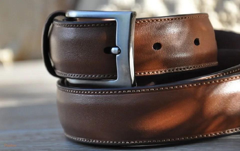 La ceinture homme, discrète mais présente