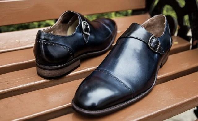 chaussure homme à simple boucle
