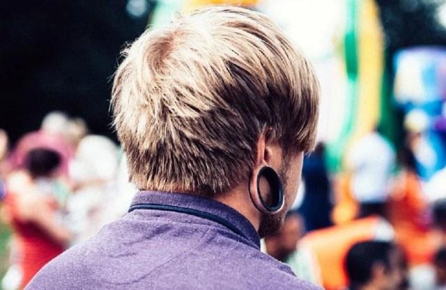 écarteur d'oreilles ou écarteur de lobe