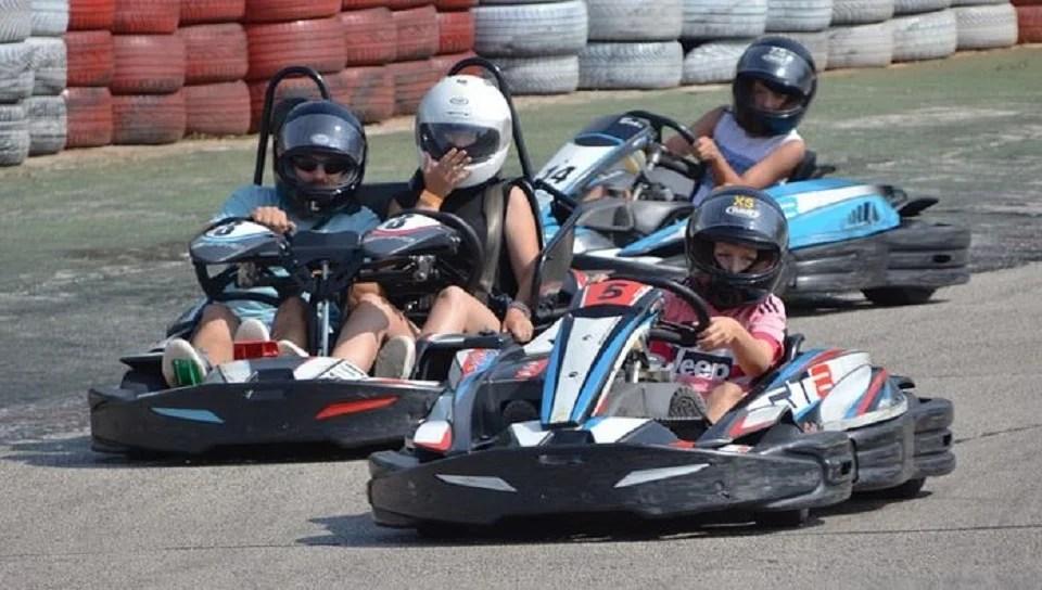 Karting en famille, l'activité qui plaît aux adultes et enfants