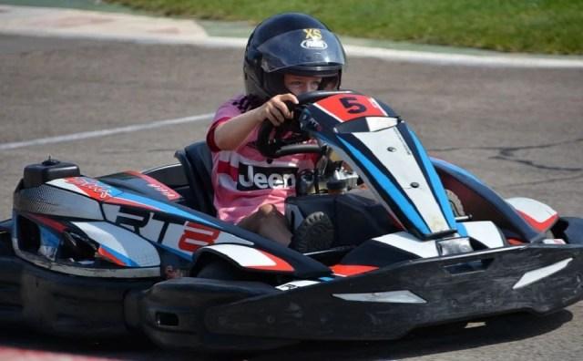 Course de kart sur circuit