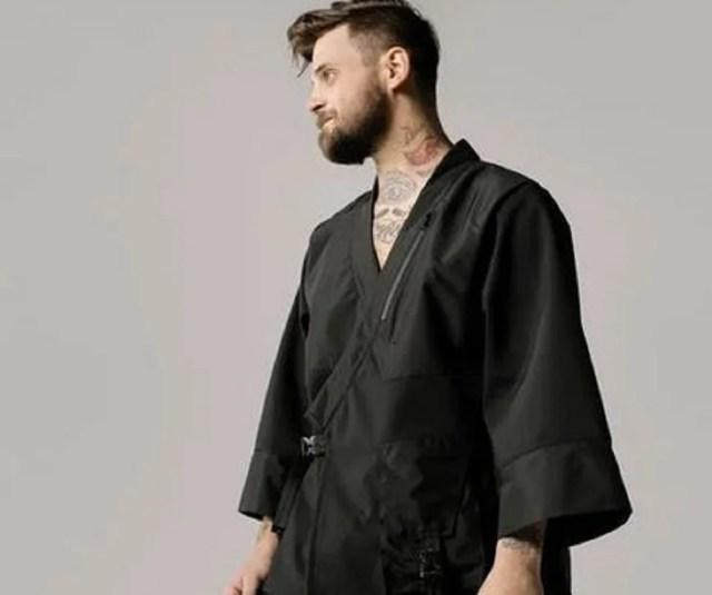 Veste japonaise au masculin ou le kimono stylé de l'homme urbain,