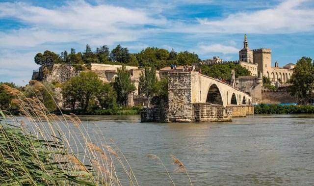 Escale incontournable d'une croisière sur le fleuve Rhône : Avignon