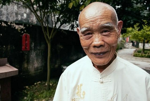 la chemise en coton à col mandarin, traditionnelle et authentique