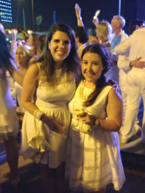 Philly Blog Love bloggers Jade & Emily at Diner En Blanc // Her Philly
