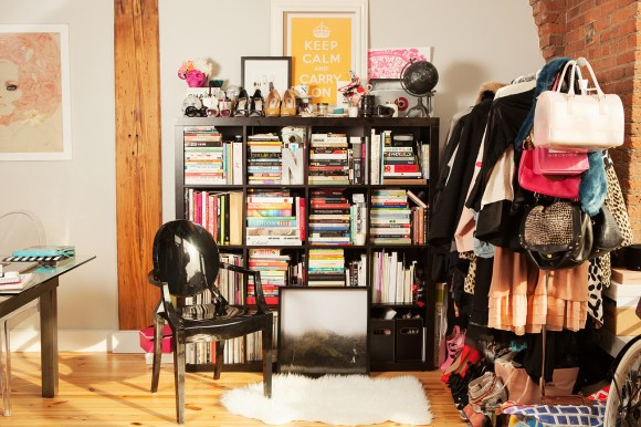 The perfectly organzied bookcase // Her Philly