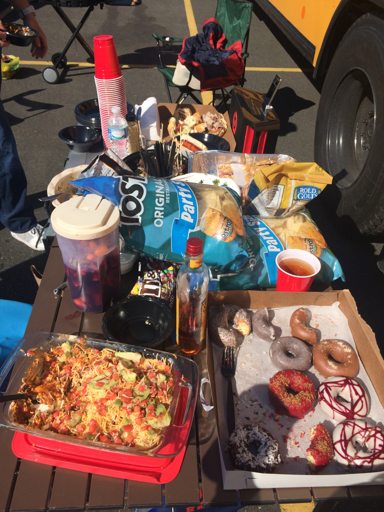 Tailgating at the Eagles game // Her Philly