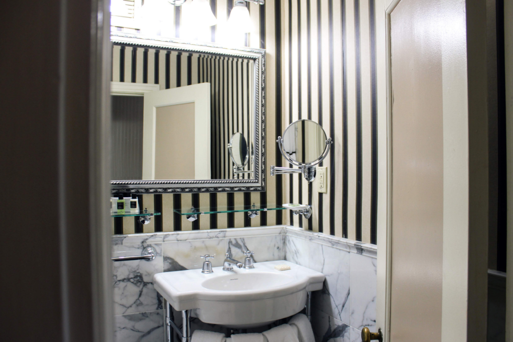 Hotel Bethlehem Bathroom