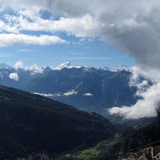 Panorama zwischen Wolkenfetzen