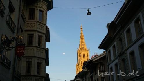 Münster in der Abendsonne und Vollmond.