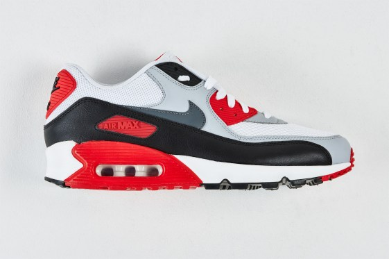RS106272_Foot Locker x It Must Be February_Nike Air Max 90 Essential-lpr