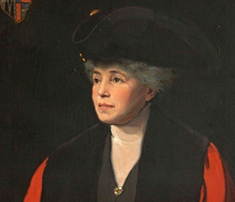 Lady Edith Hulse in mayoral robes