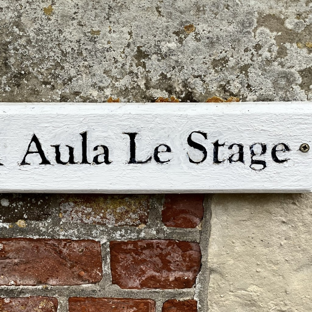 Aula Le Stage sign