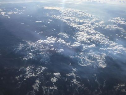 Besneeuwde bergtoppen in Roemenie