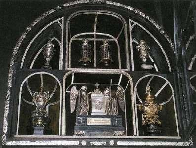 Wittelsbacher Königsherzen in der Gnadenkapelle  von Altötting
