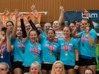 Goldmedaille Team feiert