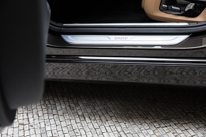 bmw-7-series-2016-metal-doorsill-feature