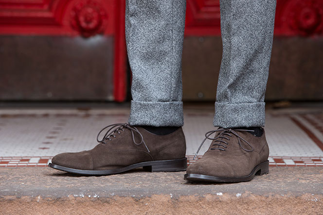 brown-suede-oxford-shoes-with-grey-donegal-tweed-pants-winter-outfit-idea
