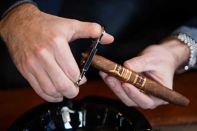 how to cut a cigar straight cut figurado