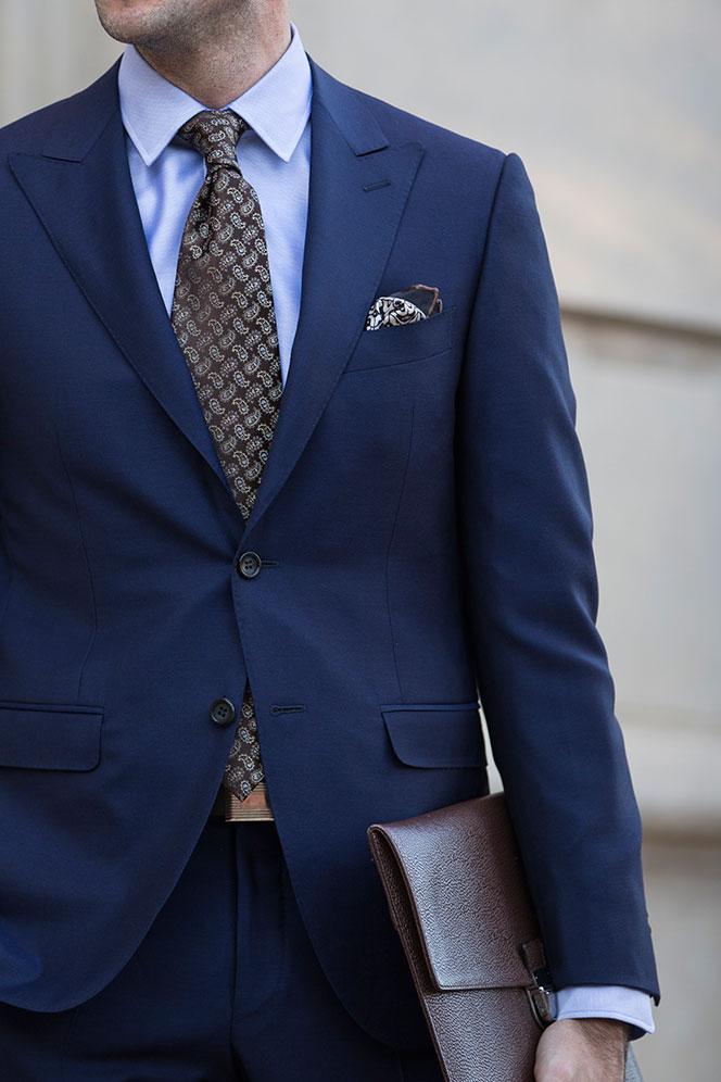 blue suit what color tie