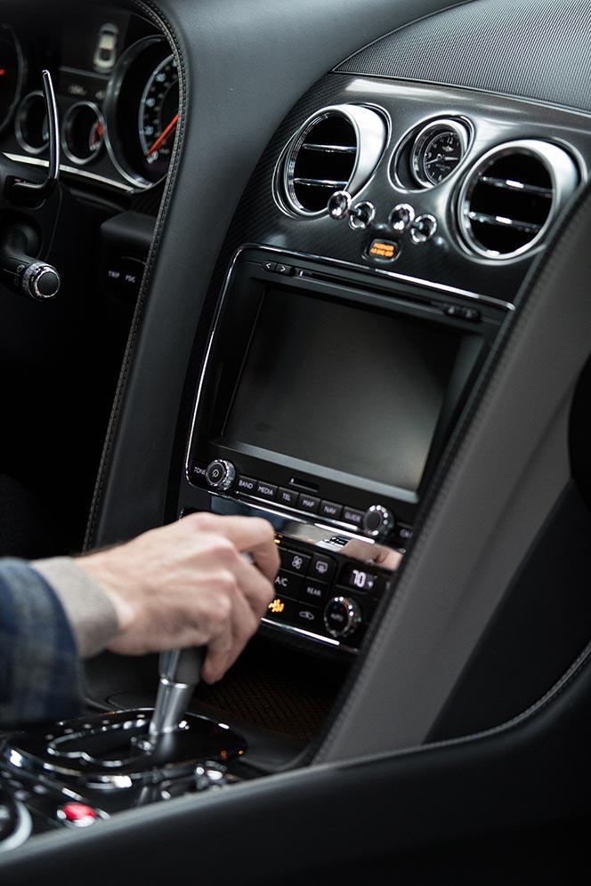 center-console-dash-carbon-fiber-hand-on-gear-shift-2017-bentley-continental-gt-speed-black-edition