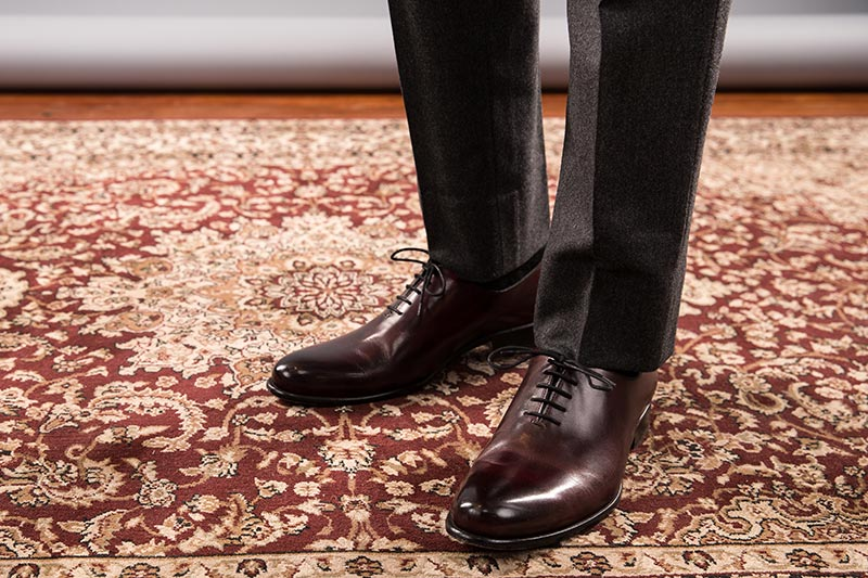 oxblood-oxford-wholecut-leather-shoes-paired-with-grey-flannel-suit-pants-no-cuff-plain-bottom