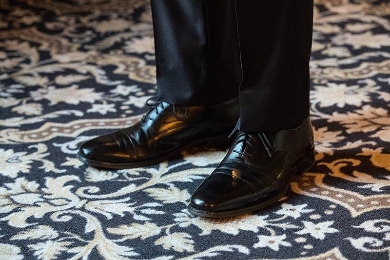 black-shoes-navy-suit