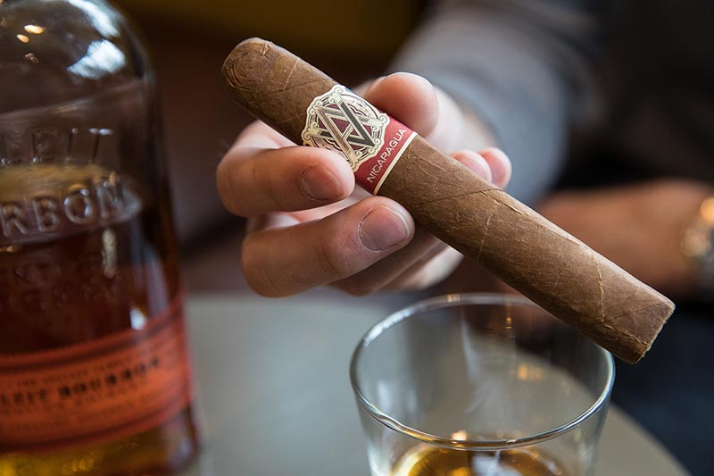 avo-syncro-nicaragua-toro-cigar-review-holding-stick