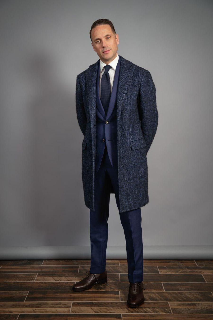 navy-suit-capsule-wardrobe-white-shirt-grenadine-tie-brown-shoes-blue-overcoat