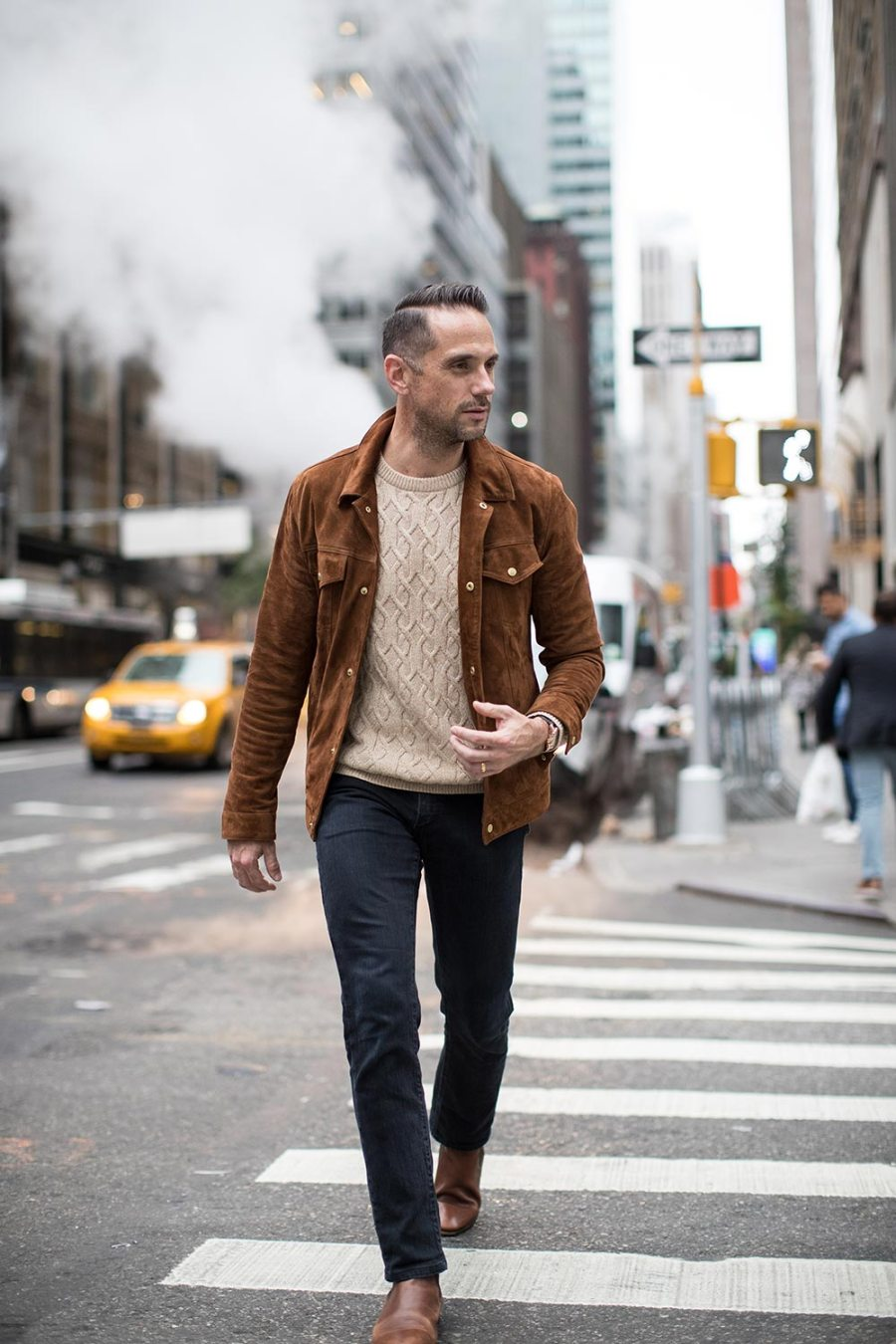 how-to-mix-brown-and-black-jeans-chelsea-boots-suede-trucker-jacket-for-men