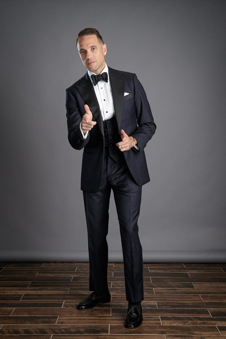 how-to-mix-navy-and-black-midnight-blue-tuxedo-for-men