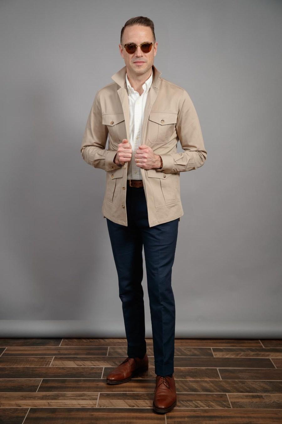 homem-melhor-camisa-cáqui-jaqueta-safári-jaqueta-parece-primavera-2021