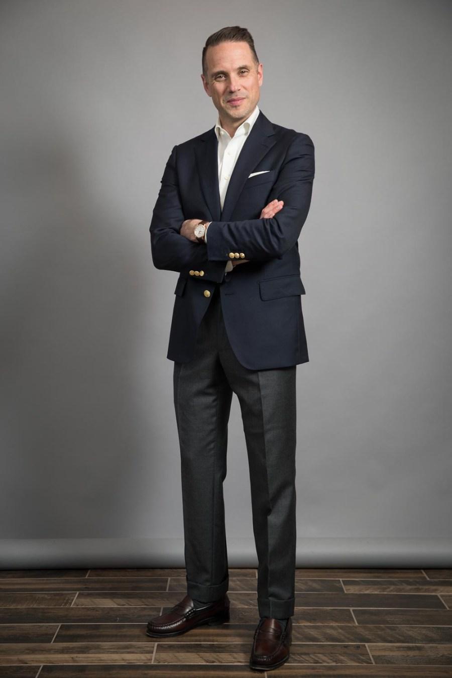 clássico-azul-marinho-blazer-e-mocassins-ele-falou-estilo-michael-andrews-sob medida