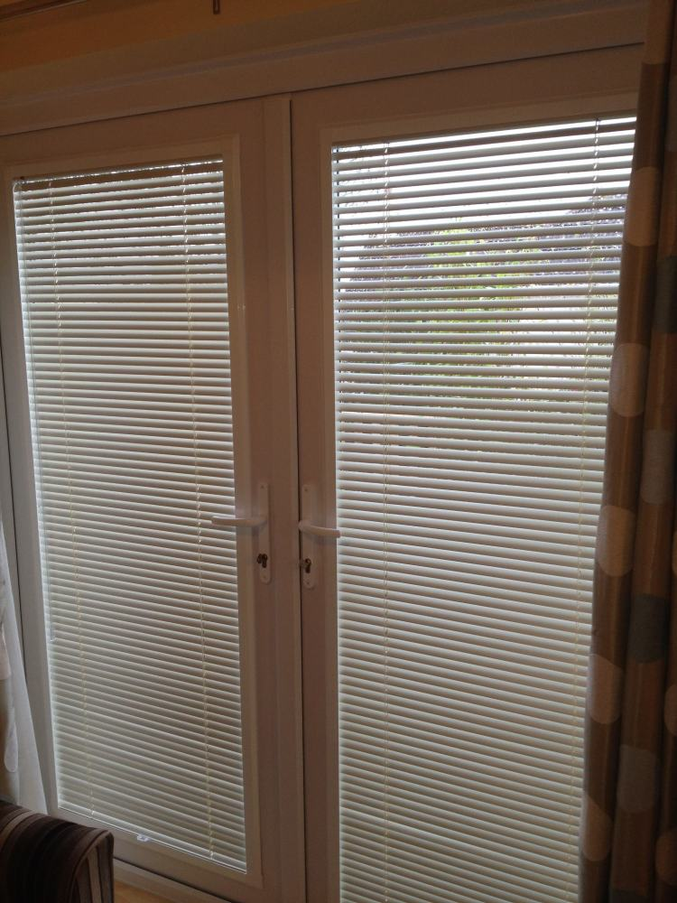 Perfect fit door venetian blinds