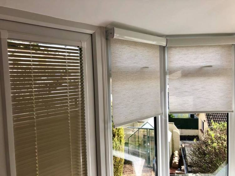 Perfect fit venetian blinds with senses roller blinds