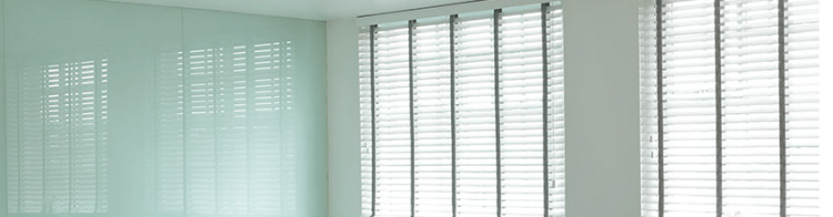 Wood venetian blind header