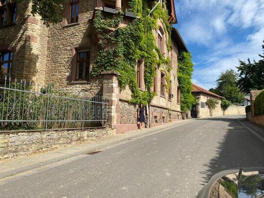 Sommliere Isabel Gil beim Weingut Bremer Rheinland Pfalz