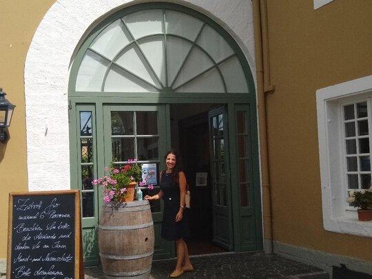 Sommeliere Isabel Gil von Bed & Wine beim Weingut Dr. Buerklin-Wolf