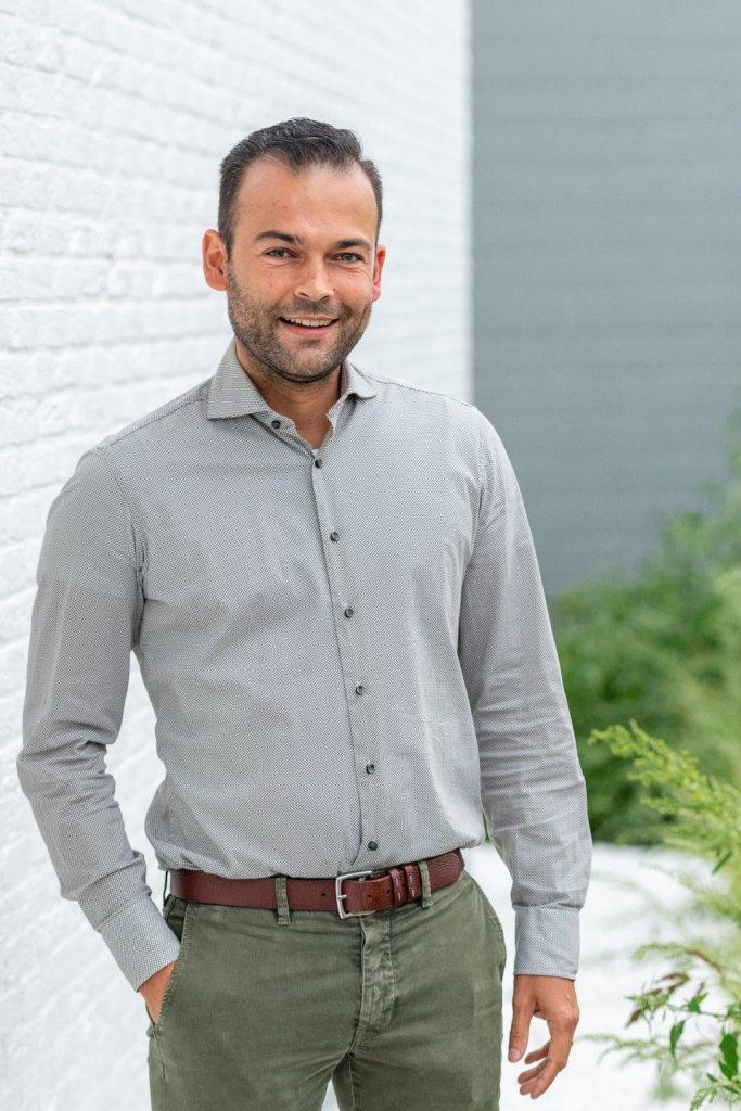 Dr. Carl Gladinez