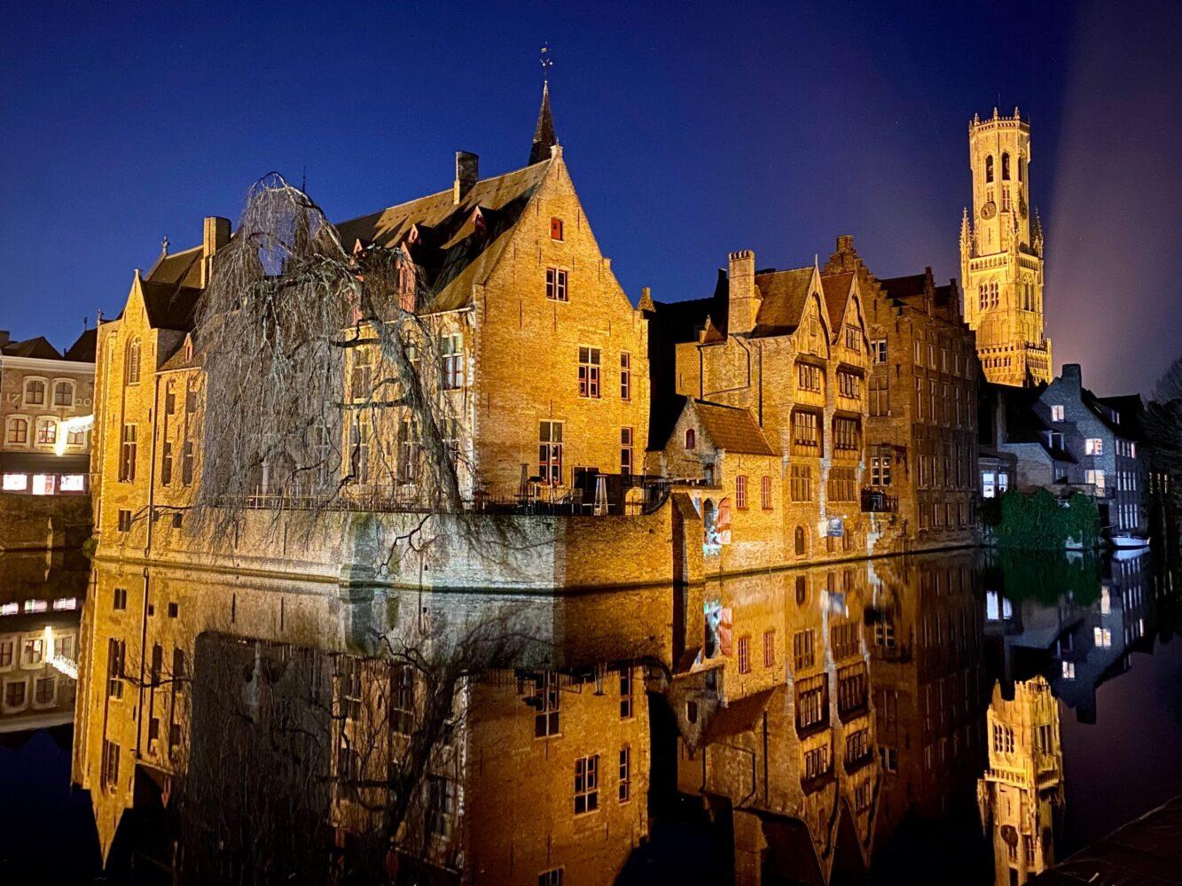 Het Gezinsleven - Uitstapjes - Bezienswaardigheden - De top 3 leukste steden van België! - Brugge verlicht in de nacht