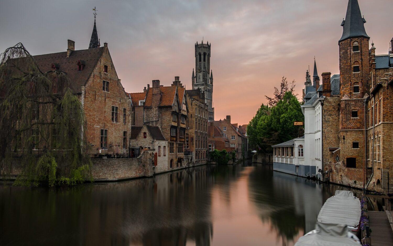 Het Gezinsleven - Uitstapjes - Bezienswaardigheden - De top 3 leukste steden van België! - Brugge bij zonsondergang