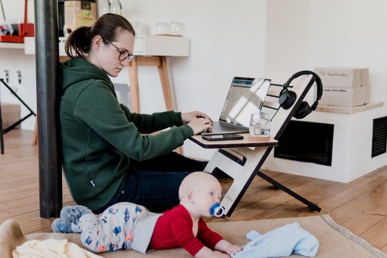 Moeder & kind - Baby - Kinderbijslag 2021, zo zit het! - thuiswerken met kinderen 2