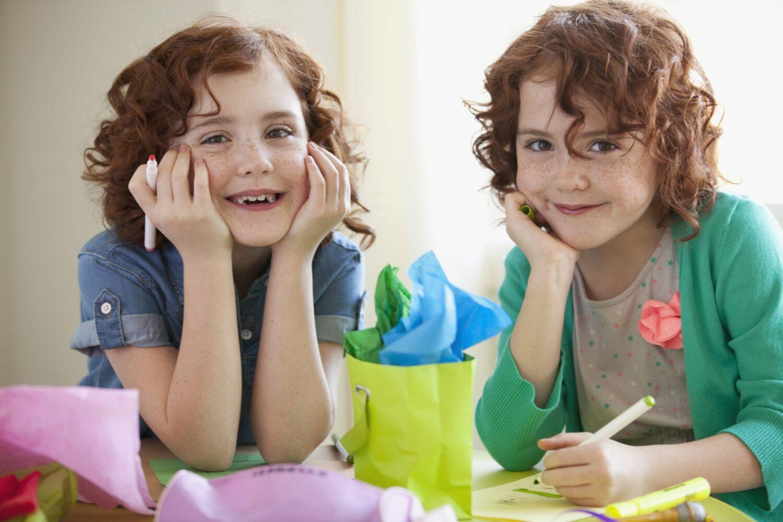 Het Gezinsleven - Moeder & Kind - Kinderen 4-12 jaar - Is jouw kind linkshandig of rechtshandig? - Gespiegelde tweeling