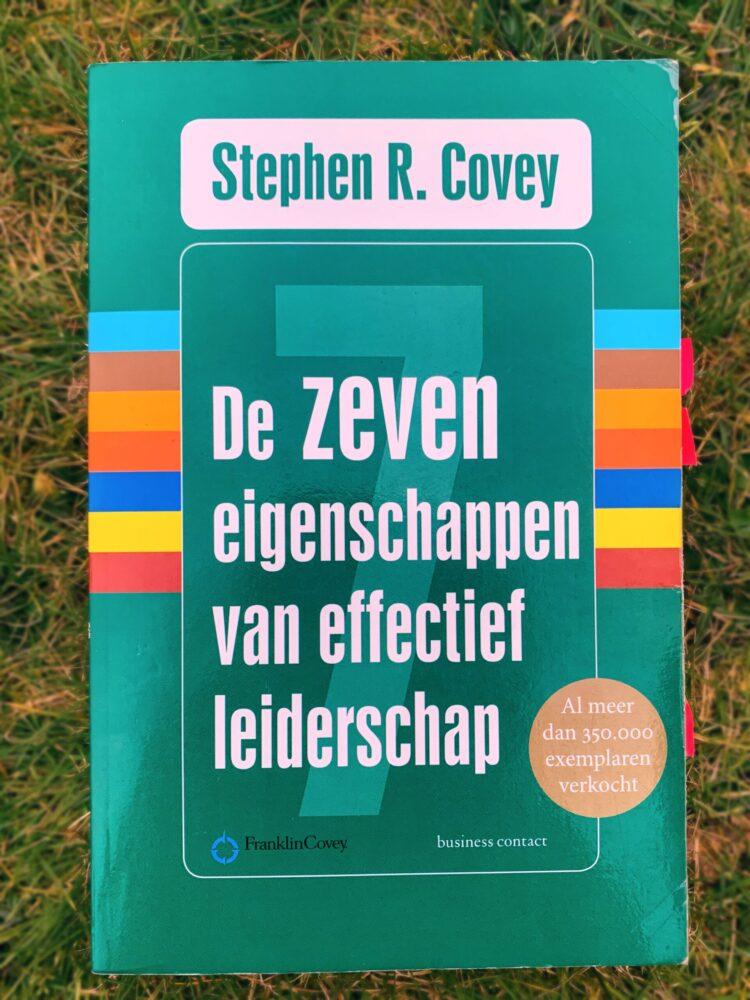 Het Gezinsleven - Lifestyle - Hobby's - Persoonlijke ontwikkeling, boeken top 5 - Voorkant boek De zeven eigenschappen van effectief leiderschap