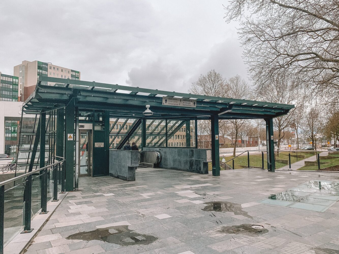 Het Gezinsleven - Uitstapjes - Bezienswaardigheden in Roermond - Ingang van de Designer Outlet