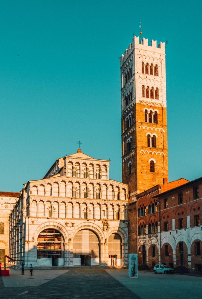 Het Gezinsleven - Vakanties - Europa - De 10 mooiste steden in de Toscane - Duomo di Lucca in Lucca