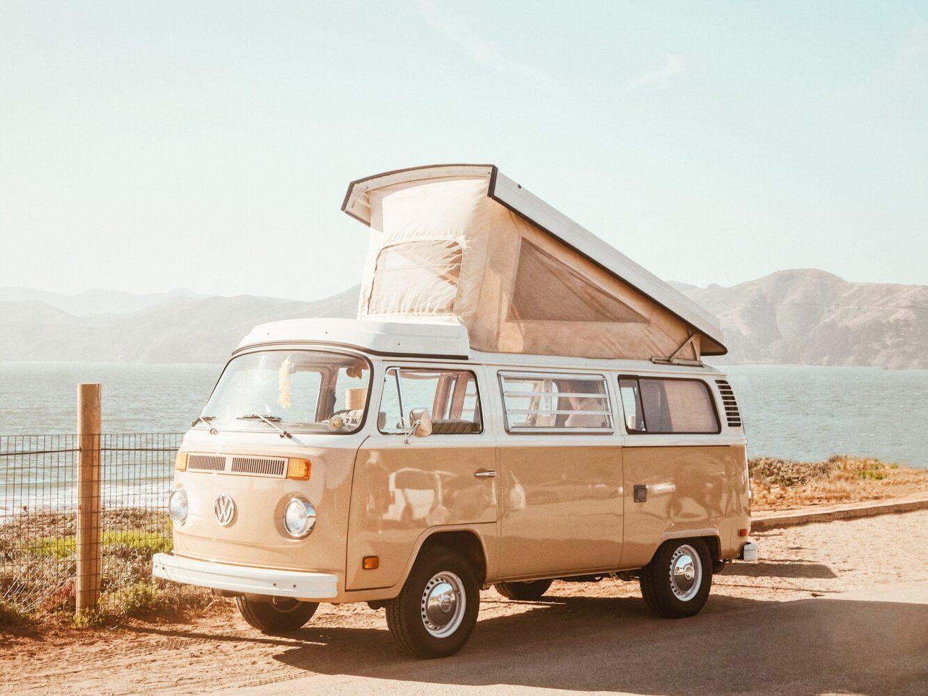 Het Gezinsleven - Vakantie - Autovakantie - 10 tips voor als je voor het eerst gaat kamperen - Kamperen met een VW busje