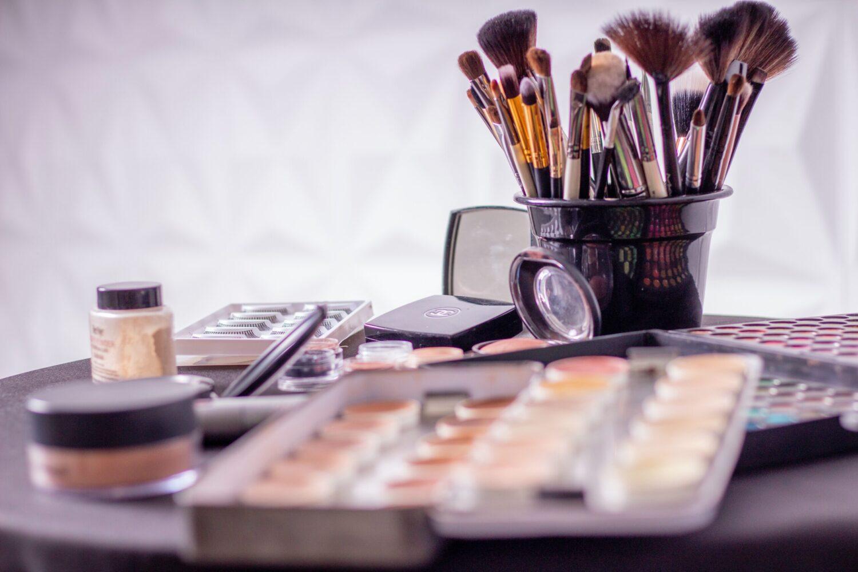 Het Gezinsleven - Lifestyle - Gezondheid en verzorging - Slapen met make up op, is dat echt zó erg? - Make up stash