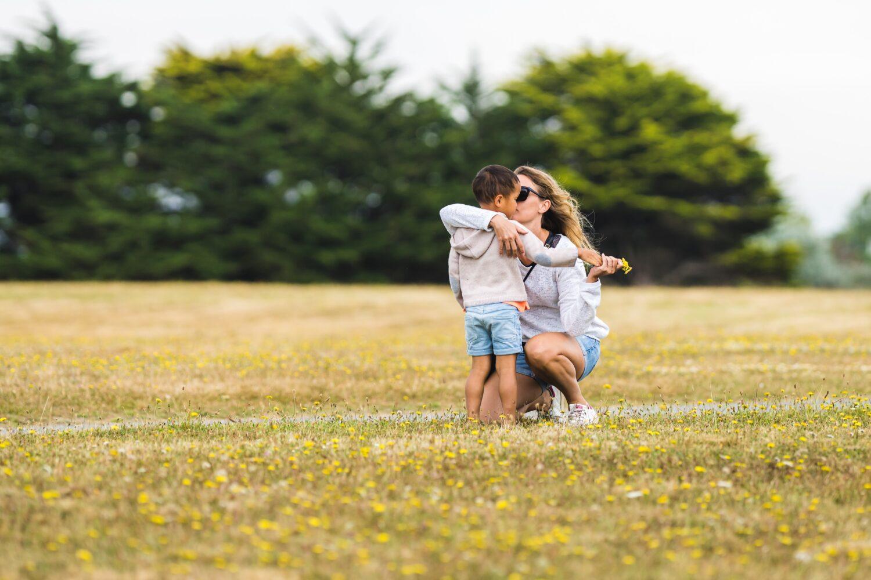 Het Gezinsleven - Moeder en Kind - Moeders - Hoe zorg je voor een goede hechting met je kind? - Samen wandelen